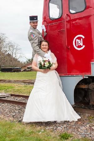 Les mariés sur le train de la vie